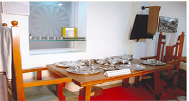 HOUSEHOLD ARTICLES & DINING TABLE